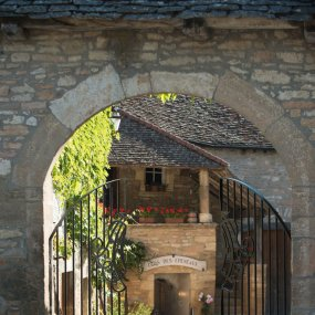 Tor zum Weingut Comte Armand © Michel Joly