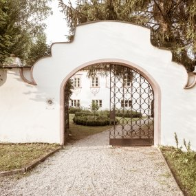 Tor zum Weingut Hirsch © Peter Podpera