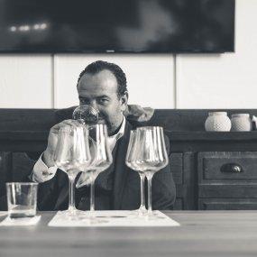 Gerhard Kracher beim Kosten © Weingut Kracher Gerhard