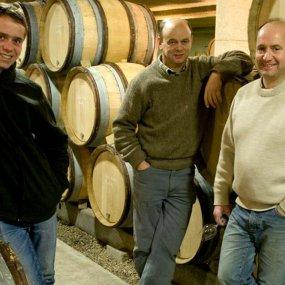 Brüder Denis und Didier Domaine mit Denis Sohn Bruno © Domaine Larue
